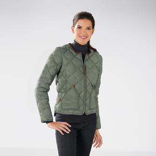 Die Daunen-Steppjacke in eleganter Form und figurbotenendem Schnitt. So feminin sind Daunenjacken nur selten. Diese Daunenjacke hebt sich wohltuend von den vielen voluminösen, bunten Sportswear-Jacken ab.