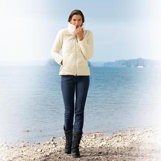 So modisch kann Fleece sein: Die Aigle-Jacke aus langflorigem Teddystoff. Viele Fleece-Jacken sind praktisch – aber auch sehr lässig. Diese ist erfreulich stylish. Und pillingfrei.