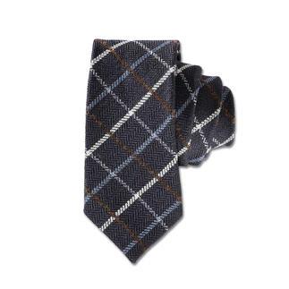 Die Laco Karo-Wollkrawatte - selten ist eine karierte Krawatte so stilvoll und dezent. Matt, wollig, volumig: die perfekte Ergänzung zu Flanell, Kaschmir und Tweed.