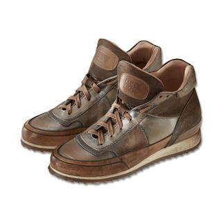 Der italienische Edel-Sneaker – jetzt auch für schlechtes Wetter. Dicker als die üblichen Ledersohlen, isolierend gegen Bodenkälte und mit griffigem Profil.