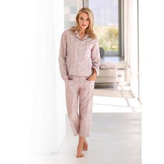Der NOVILA Millefleurs-Pyjama - für den ersten guten Eindruck am Morgen - erspart den Morgenmantel. Jetzt geniessen Sie auch in warmen Nächten ein angenehm trockenes Tragegefühl.