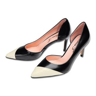 Der klassische Pumps in seiner sommerlichsten Form. Dank modischer Cut-Outs leichter, luftiger und eleganter. Modisch spitz und in der richtigen Absatzhöhe - streckt das Bein elegant und feminin und ist dennoch bequem.