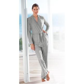 Der Loungwear-Anzug aus Modal - farbbeständig, dauerhaft schön und strapazierfähiger als die meisten. Gepflegter Look dank perfektem Materialmix. Aus dem Atelier der Homewear-Spezialistin Cornelie Weiss.