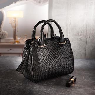 Die trendgerechte Mini-Bag von Fontanelli aus butterweichem Lammnappaleder. Handgeflochten und handgenäht. Egal, wie sich die Mode wandelt: Diese Tasche passt zu allem. Lässig auf der Schulter - klassisch in der Hand.