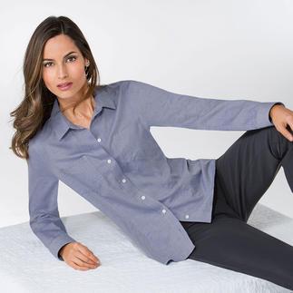 Die Bluse, die zu Jeans ebenso perfekt harmoniert wie zur Tuchhose. Lässige Denim-Optik. Klassische Blusen-Eleganz. Und der sanfte Griff von Kaschmir.