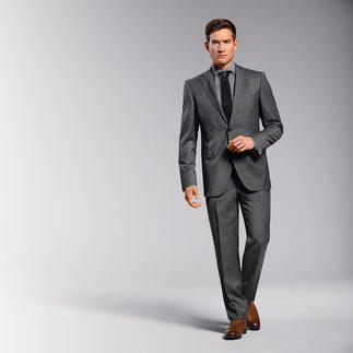 """Der Anzug aus italienischem Schurwoll-Leichtflanell. Schneidermässig verarbeitet von Eduard Dressler. Dank hochfeinem Schurwollgarn """"Super 110"""" ist dieser Flanell ein absolutes Leichtgewicht von 270 g/m."""