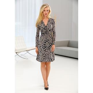 Das schmeichelhafte, kofferfreundliche Jersey-Kleid vom Kleiderspezialisten. Soft. Weich. Leicht. Anschmiegsam. Waschbar. Schmeichelt jedem Figurtyp, in jeder Konfektionsgrösse.