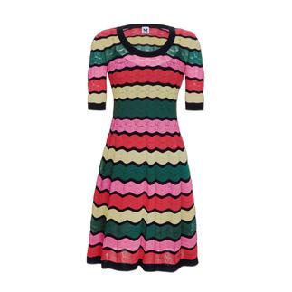 Das Wellen-Strickkleid in den aktuellen Sommer-Trendfarben. Perfekte Kleiderform. Luftig leichter Strick. Von Missoni.