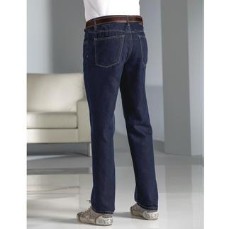 Die sommerleichte Luxus-Jeans, veredelt mit Seide. Glatter. Weicher. Luftiger. Salonfähiger. Von Hiltl.