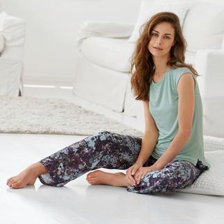 Der Designer-Pyjama made in Italy. Von Tatà. Exquisites Duo: streichelzartes MicroModal®-Shirt + seidig fliessendeViskose-Hose.