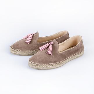 Der Urlaubs-Kult-Schuh, der zum stadtfeinen Sommer-Slipper wurde. Edle Leder-Ausführung. Klassische Tassel-Loafer-Form. Von [espadrij].