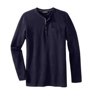 Das Henley-Shirt von Lagerfeld: edler und angezogener als die meisten. Seltenes Piqué-Gewirk. Blouson-Kragen mit Echtleder-Besatz.