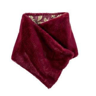 Der Fake Fur-Schal von Masons`s: 2-fach trendgerecht. Italienisches Design. Und doch nur 69,- Euro. Wendbar. Und per Druckknopf rutschsicher zu fixieren.