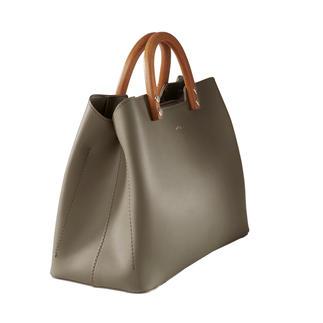 """Die elegante, puristische Handtasche von Inyati, dem deutschen """"Label to watch"""". Designpreis-verdächtig. Und doch erfreulich erschwinglich."""