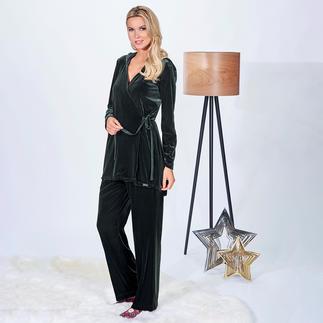 Der vielseitige Zweiteiler aus angesagtem Nicki in trendigem Tannengrün. Homewear. Daywear. Abend-Outfit.