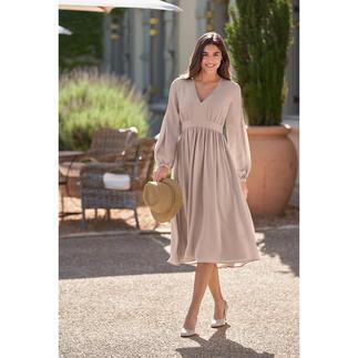 Das Empire-Kleid aus hochwertiger Stretchseide. Von SLY010. Heute High-Fashion-Piece, morgen Lieblingsstück für viele Gelegenheiten.