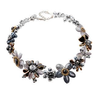 Die edlen Exemplare unter den modischen Statement-Ketten und -Armbändern. Aufwändig aus einzelnen Perlen handgearbeitet statt massengefertigt.