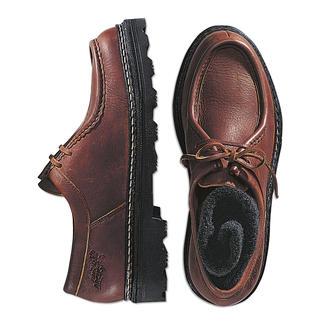 Der Halbschuh aus butterweichem Elchleder. Sie laufen darin fast so bequem wie barfuss. Rahmengenäht für ein langes Leben - eine selten gewordene Schuhmacher-Arbeit.