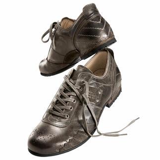 Der ideale Sneaker zu Jeans und Chinos. Aufwändig handfinished von Yellow Cab New York. Hochwertige Volllederausstattung mit bequemem Fussbett. Und jeder Schuh ein Unikat.