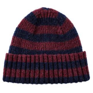 Colourblock-Mütze und -Schal vom jungen belgischen Label Howlin'. Modische Muster, trendige Farben. Aber traditionell in Schottland gestrickt.