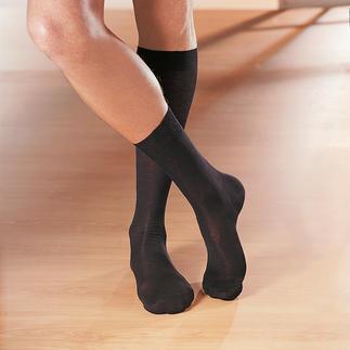 Die edlen Socken vom Traditionshaus Pantherella/England, seit 1937. Ohne jede Synthetik gearbeitet.. Jede einzelne Socke wird noch per Hand an der Spitze besonders haltbar zusammen gekettelt.
