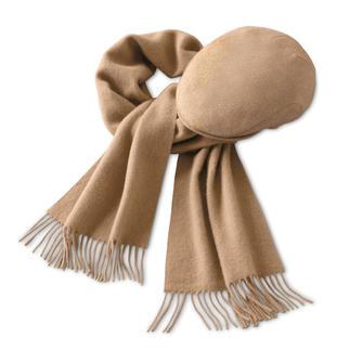 Der Schal und die Mütze aus feinem Kamelhaar. Perfekt zu Tweed, Cord und Leder. Wunderbar weich und wärmend. Ideal auch für empfindliche Haut.