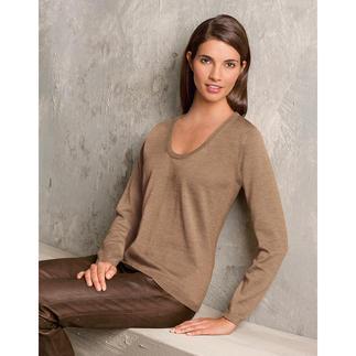 Der leichte Strick-Pullover aus Merino-Extrafein. Unglaublich weich und nahezu Pilling frei. Die Wolle stammt von australischen Merinoschafen. Es macht den Pullover weich, leicht und ebenmässig.