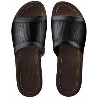 Die Edel-Schlappen von Vilebrequin, St. Tropez: Bequem wie Pantoffeln. Elegant wie sommerleichte Lederschuhe. Feinste Schuhmacherkunst aus wertvollem Kalbleder und luftigem Hightech-Canvas lässt Ihre Füsse aufatmen.