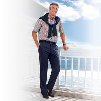 Die knitterarme Seersucker-Hose ist ideal im Sommer. Klassisch kombinierfreudig zu nahezu allen Oberbekleidungen.