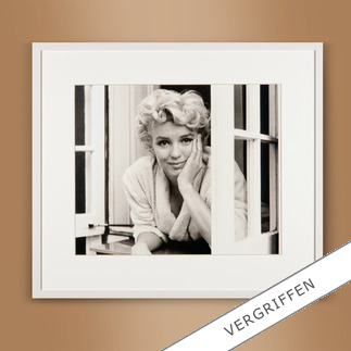 "Sam Shaw: ""Marilyn im Fenster I"" 2012 Das Lieblingsfoto des berühmten Fotografen Sam Shaw. ""Marilyn im Fenster I"" 2012: Erstmalig als Edition auf hochwertigem Baryt. 40 Exemplare."