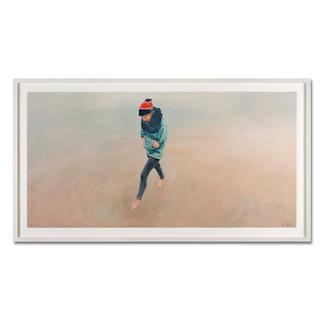 Christoph Pöggeler – Mädchen am Meer Die grösste Edition Christoph Pöggelers. Die letzten Exemplare einer nahezu ausverkauften Edition. Masse: gerahmt 176 x 97 cm