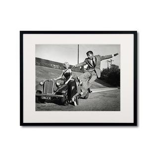 """Frank Worth: """"Marilyn Monroe – Sammy Davis Jr./ Set how to marry a millionaire, 1953"""" Frank Worth – Freund und Fotograf der grossen Hollywoodstars. Hochwertige Edition auf Barytpapier: In den 50er-Jahren ein Schnappschuss – heute ein begehrtes Sammlerobjekt."""