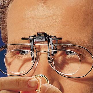 Lupenclip Mit dem aufsteckbaren Lupenclip für Ihre Brille sehen Sie 2,5 fach vergrössert.