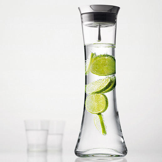 Karaffe mit Automatik-Verschluss - Edle mundgeblasene Glaskaraffe mit selbst öffnendem Edelstahlverschluss und Rückhaltetechnik.