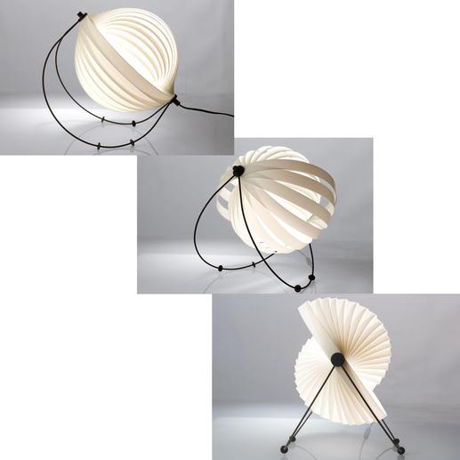 Durch vier bewegliche Kunststofffüsse auf den schwarzen Metallbögen können Sie die Neigung der Leuchte sowie den Lichtausfallwinkel bestimmen.