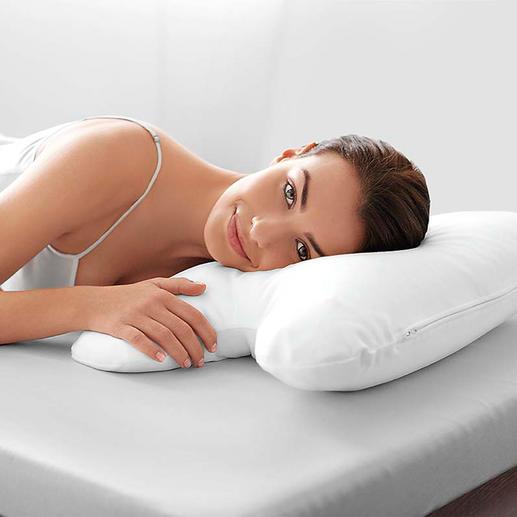 Der weisse Bezug (separat erhältlich) formt die Silhouette Ihres Schlafkissens perfekt nach.