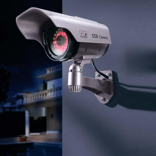 Kamera-Attrappe mit IR-LED-Kranz Preiswerte Sicherheit: die Kamera-Attrappe, die auch nachts abschreckt.