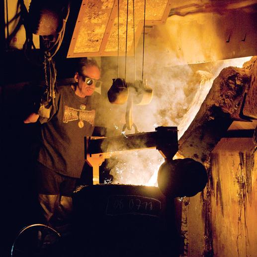 Wie ehedem entstehen alle Metallteile des Kubus aus massivem Gusseisen – äusserst stabil und langlebig.