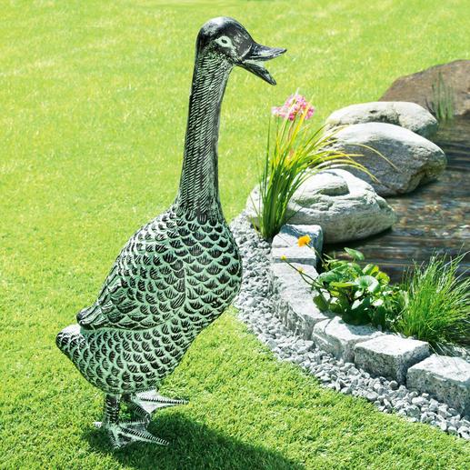 "Gartenskulptur ""Ente"" - Aus wetterfestem Aluminium. Lebensgross und mit wunderschöner Patina: ganzjährig ein eleganter Blickfang."