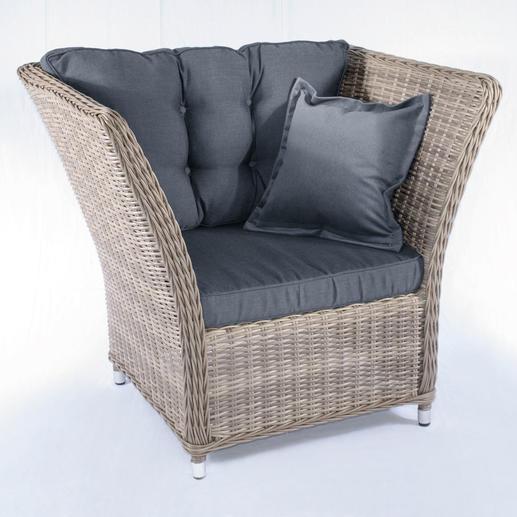 Den Polyrattan-Kuschel-Sessel erhalten Sie inkl. Sitzpolster, Rückenkissen und 40 x 40 cm Kissen.