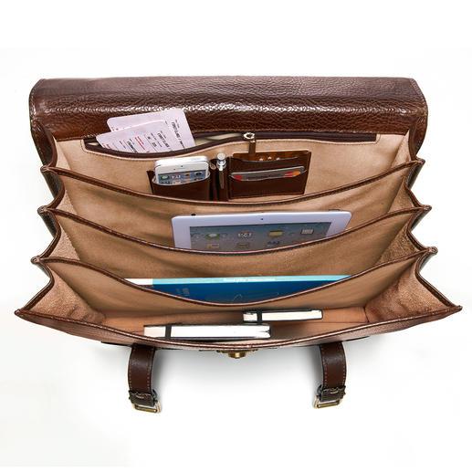 4 Abteile – eines davon mit Reissverschluss-Tasche, Handyfach, 2 Stifthülsen und 2 Karten-Steckplätzen – sorgen für Ordnung.