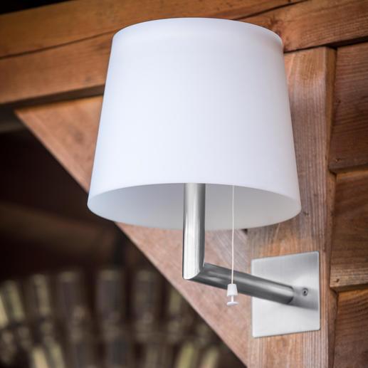 Per Fernbedieenung lässt sich das warmweisse LED-Licht in zwei Stufen dimmen.