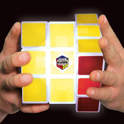 Das Original hatte eine Kantenlänge von ca. 6 cm. Die Cube Light Sonderedition ist mit 12 x 12 x 12 cm besonders handlich.