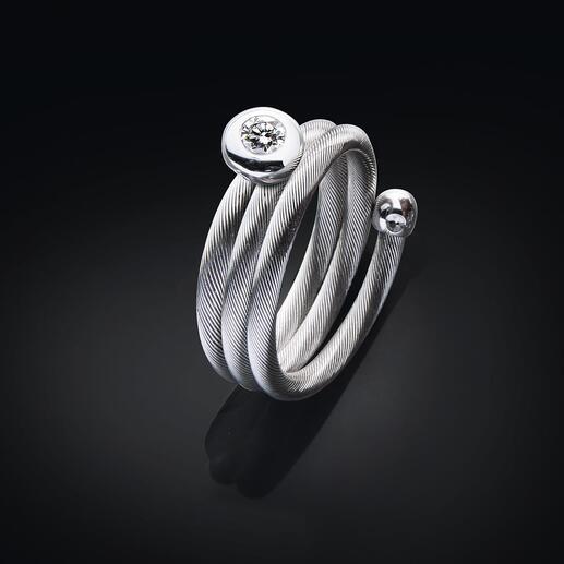 Perfekt schmiegt sich der Spiralring um jeden Finger.