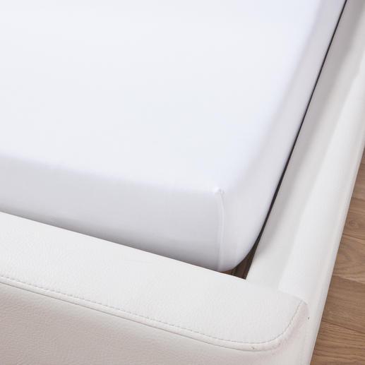 Dieses Luxus-Spannbetttuch mit einem Flächengewicht von 230 g/m² und einem hohen Elasthan-Anteil sitzt stets perfekt. Herkömmliche Spannbetttücher mit einem Flächengewicht von oft nur 130 g/m² werfen leicht viele Falten.