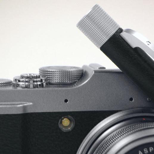 Durch die integrierte Linse betrachten Sie das faszinierende Mini-Dia historischer Fotodokumente.