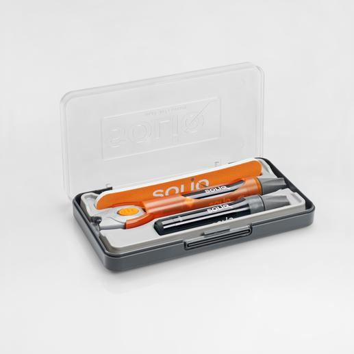 Das Set enthält: 2 Kartuschen á 5 g Flüssig-Kunststoff mit Dosierspitze, aufsteckbare UV-LED-Lampe inkl. Batterie, und 1 Feile.