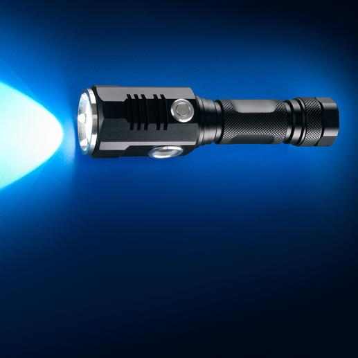Frontstrahler: 7 W Hochleistungs-LED erzeugt einen Lichtstrom von 457 Lumen und leuchtet bis zu 174 m weit.
