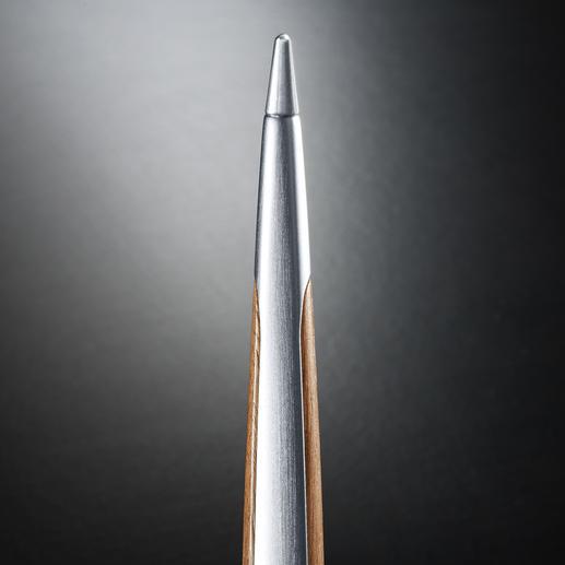 Die Metallmine oxidiert auf Papier, aber hinterlässt keine Spuren auf Kleidung.