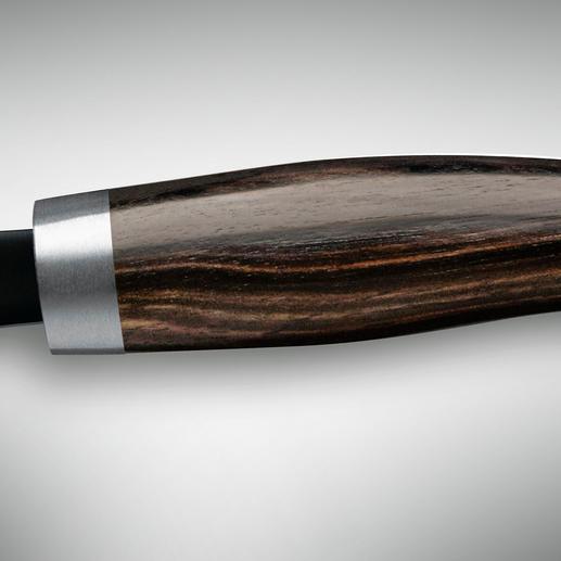 Exklusiv bei Pro-Idee: das JANUS Kochmesser mit einem Griff aus seltenem Makassar-Ebenholz.